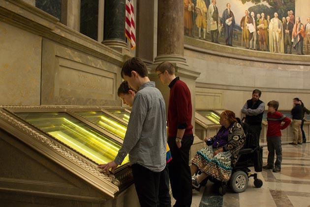 National Archive Rotunda Visitors.jpg